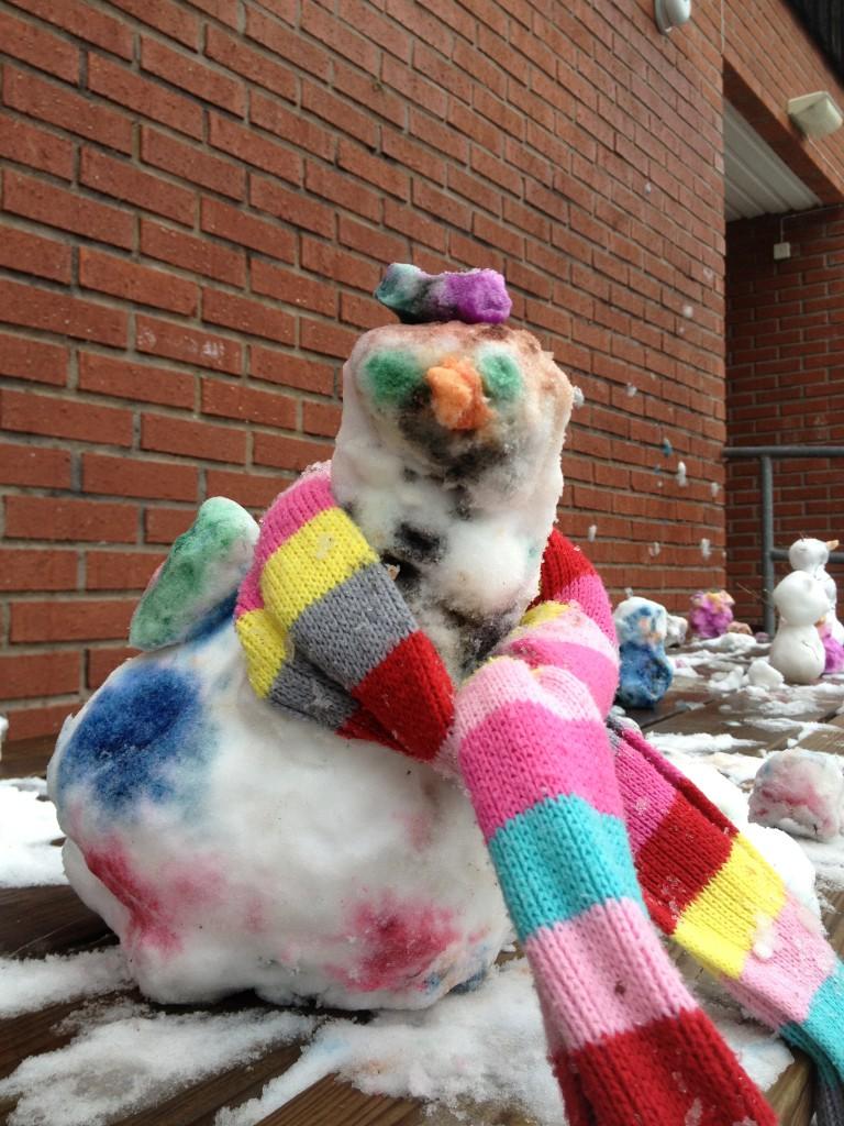 snö igen på skolgården feb. 2014 001