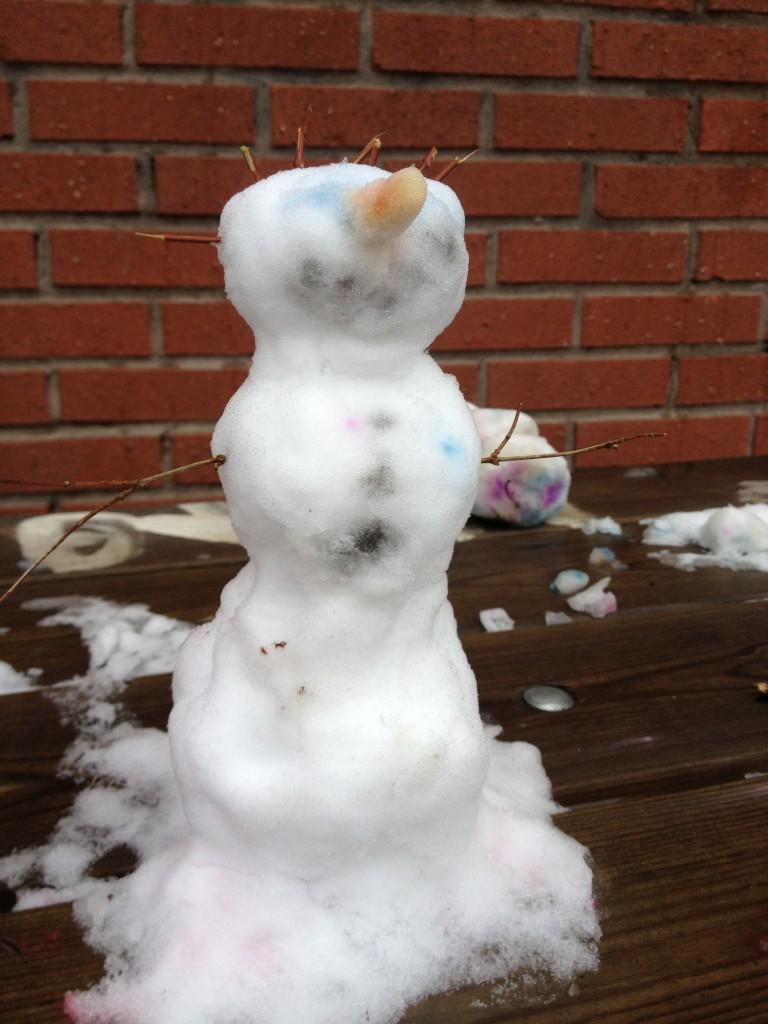 snö igen på skolgården feb. 2014 003
