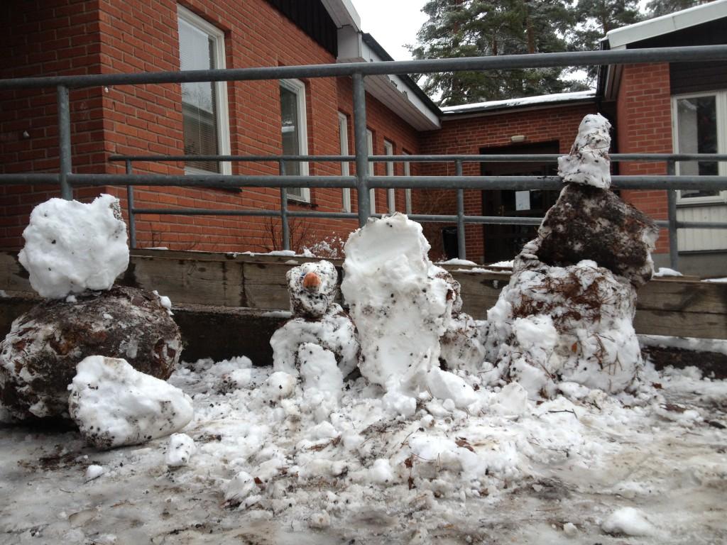 snö igen på skolgården feb. 2014 005