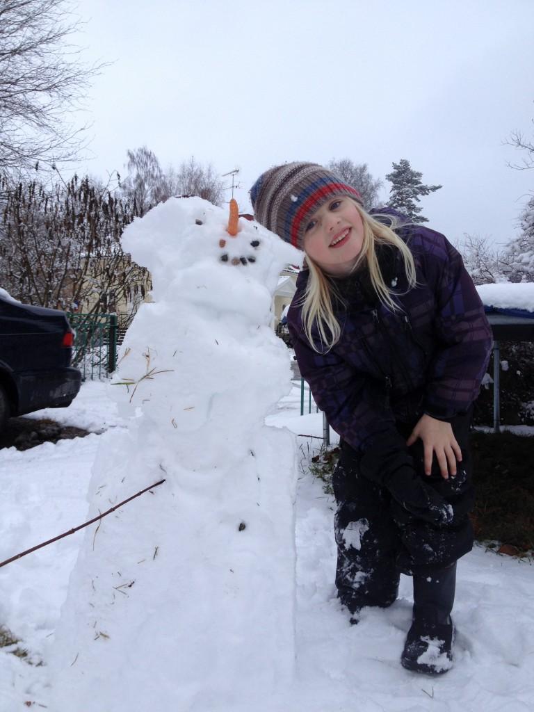 snö igen på skolgården feb. 2014 009